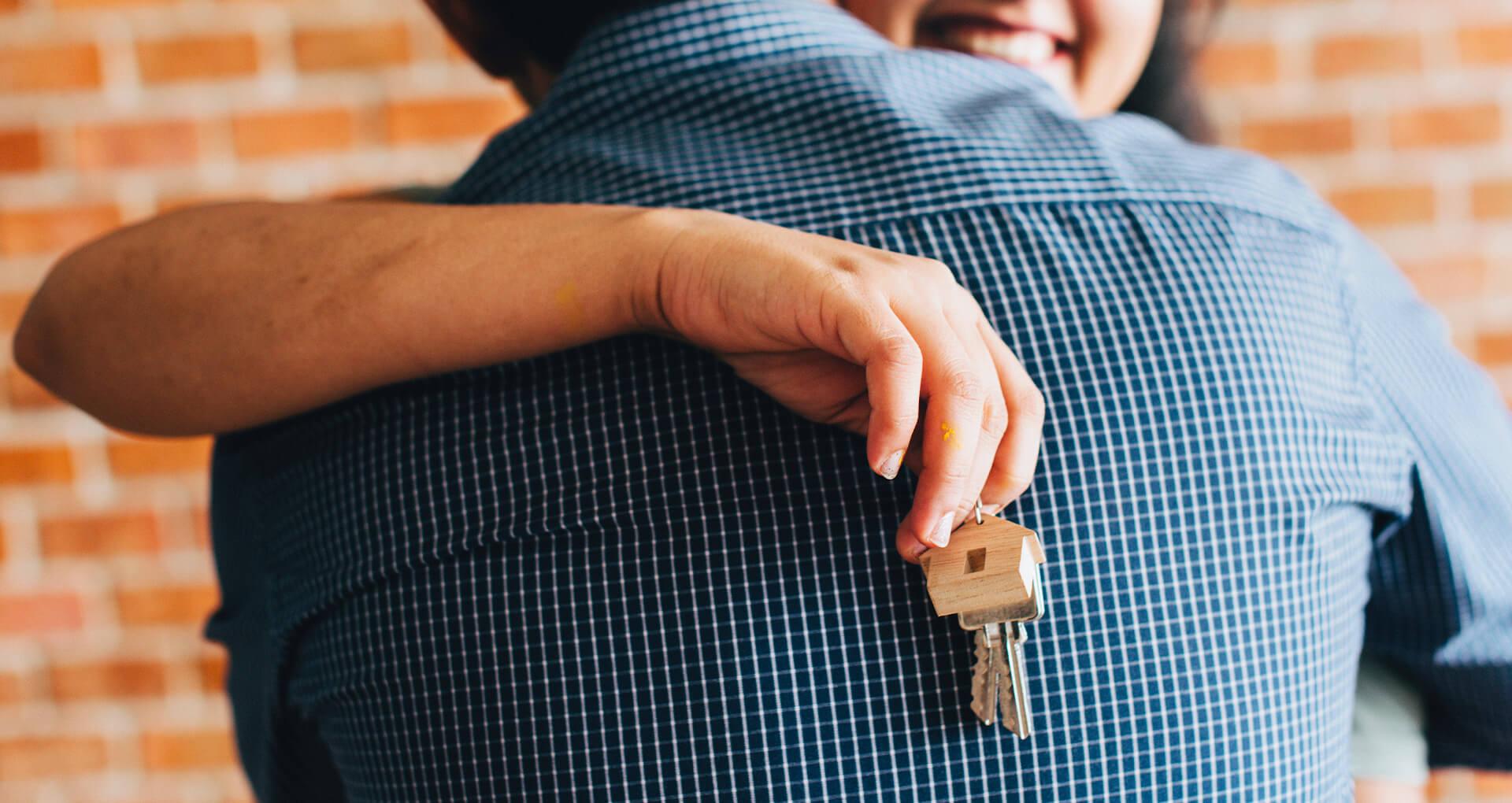 Couple achetant une maison neuve
